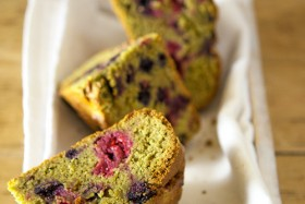 gateau-matcha-fruits-rouges