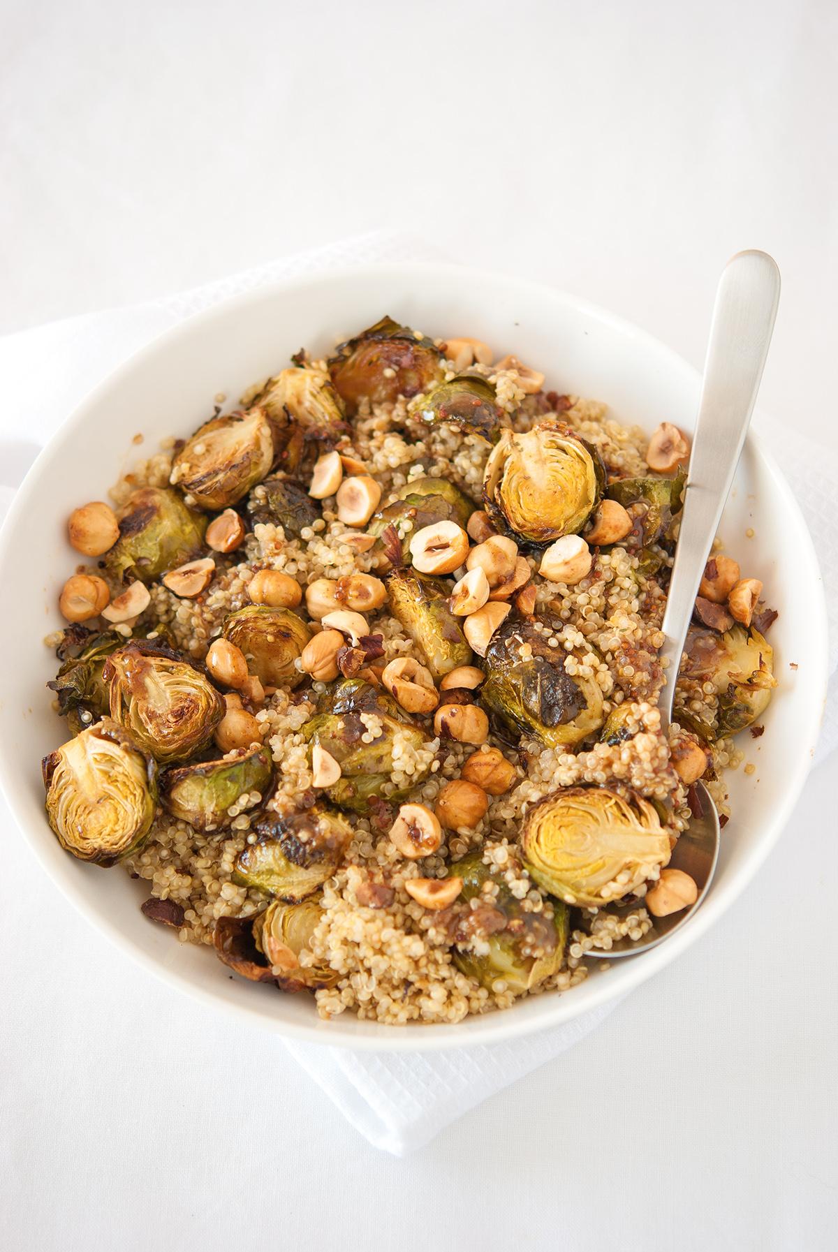 Salade de quinoa aux choux de bruxelles r tis et aux for Cuisine quinoa